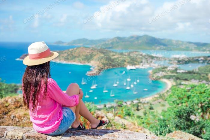 Blick auf English Harbor von Shirley Heights, Antigua, Paradiesbucht auf tropische Insel in der
