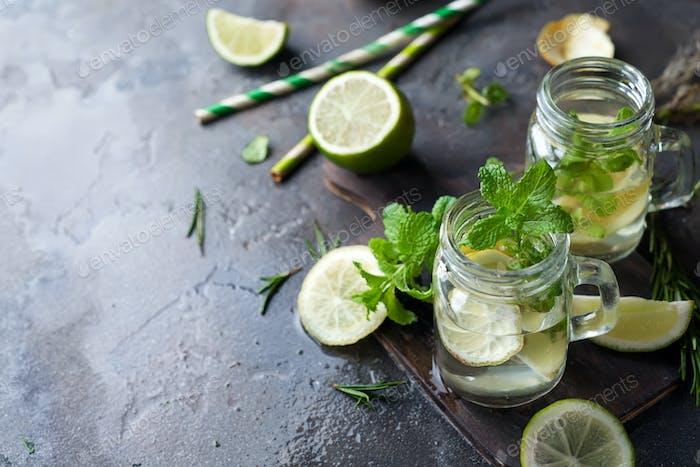 Mojito Cocktail im Einmachglas
