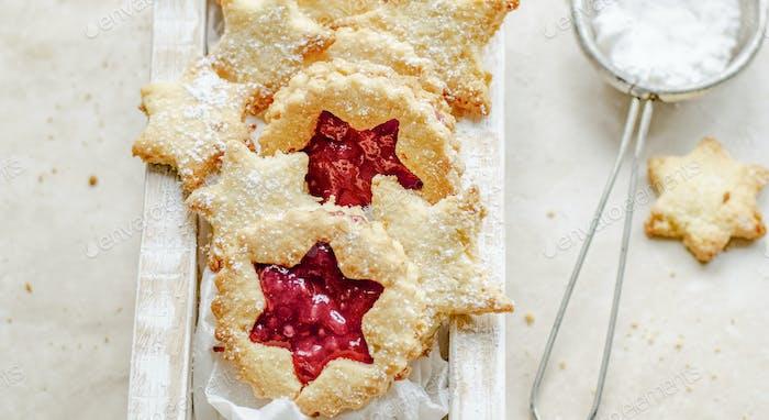 Raspberry cookies baking