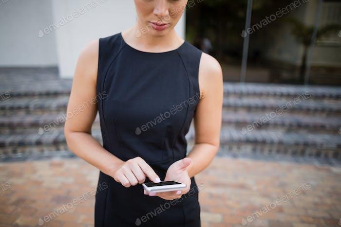 Mujer de negocios Uso teléfono Móvil