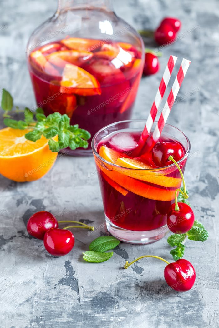 Sommer Kühler alkoholisches Getränk sangria