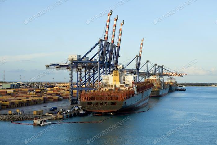 ships loading in grand bahama