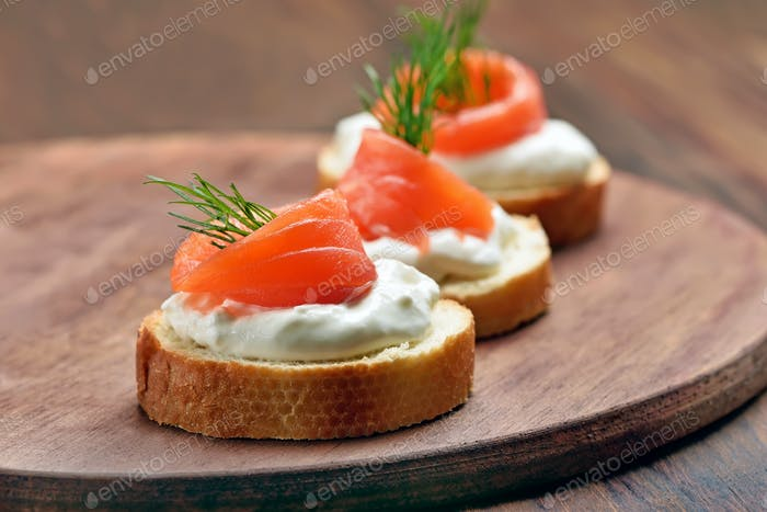 Sandwiches with salmon and dill