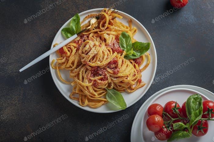 tagliatelle with tomato sause