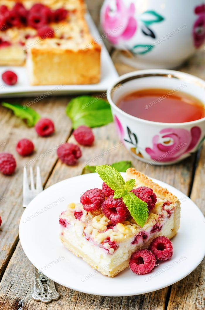 cake with raspberries and cream cheese