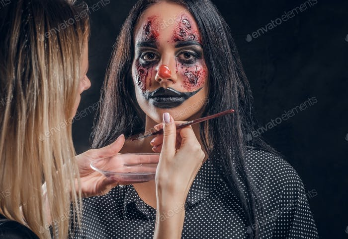 Makeup artist is creating spooky Halloween art on face