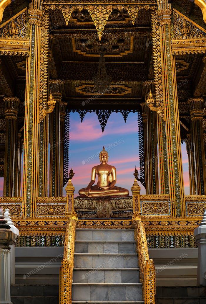 Buddha meditating Wat Po Temple