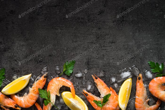 Fresh Prawns Shrimps with lemon in ice.