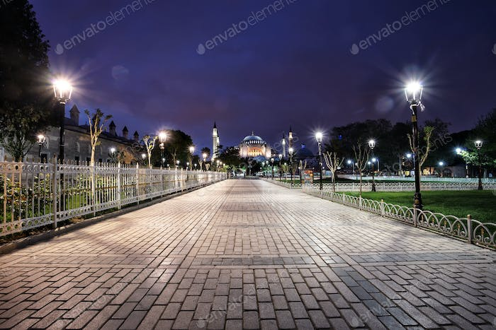 Walk to the Sultan Ahmed Mosque