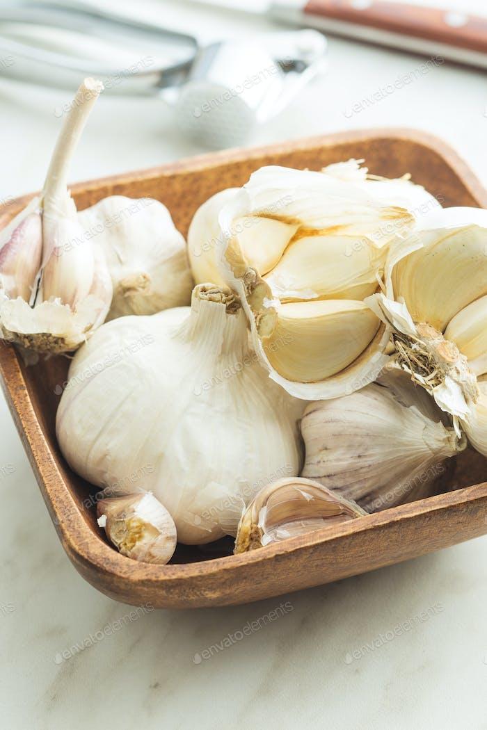 Fresh garlic in wooden bowl.
