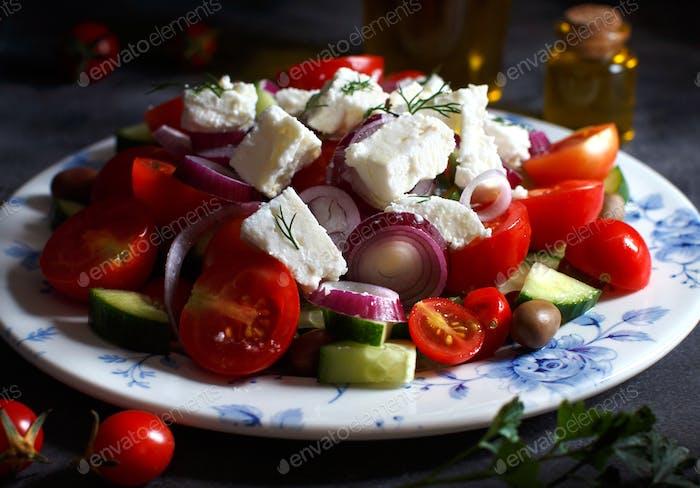 Griechischer Salat auf dem Teller