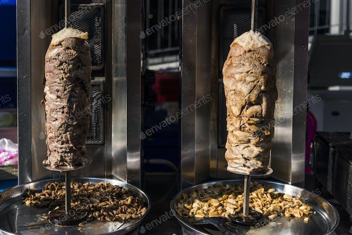 Doner kebab en un asador