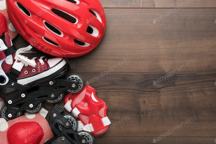 Rollschuhe und Schutz