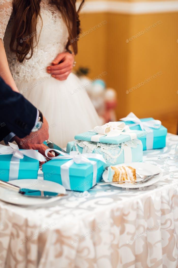 wedding cake with turquoise cakes