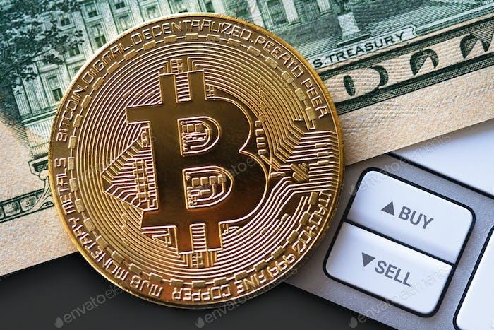 Moneda bitcoin en billete de dólar con botones