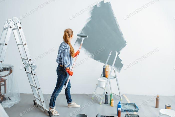 Женский дом художник красок стены
