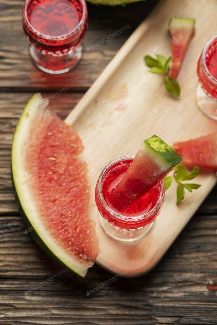 Süßer Alkohollikör mit Wassermelone