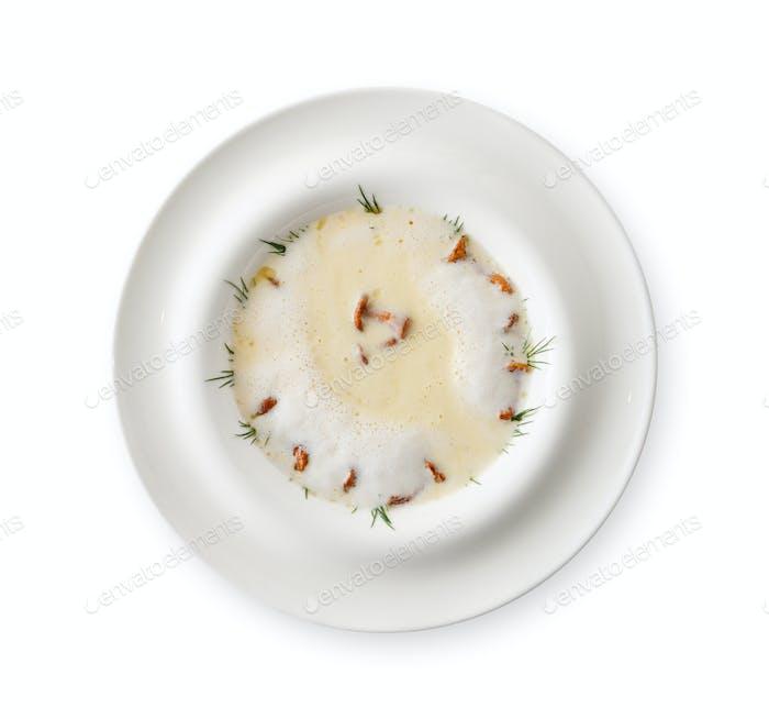 Köstliche Sahnesuppe mit Honigpilz isoliert
