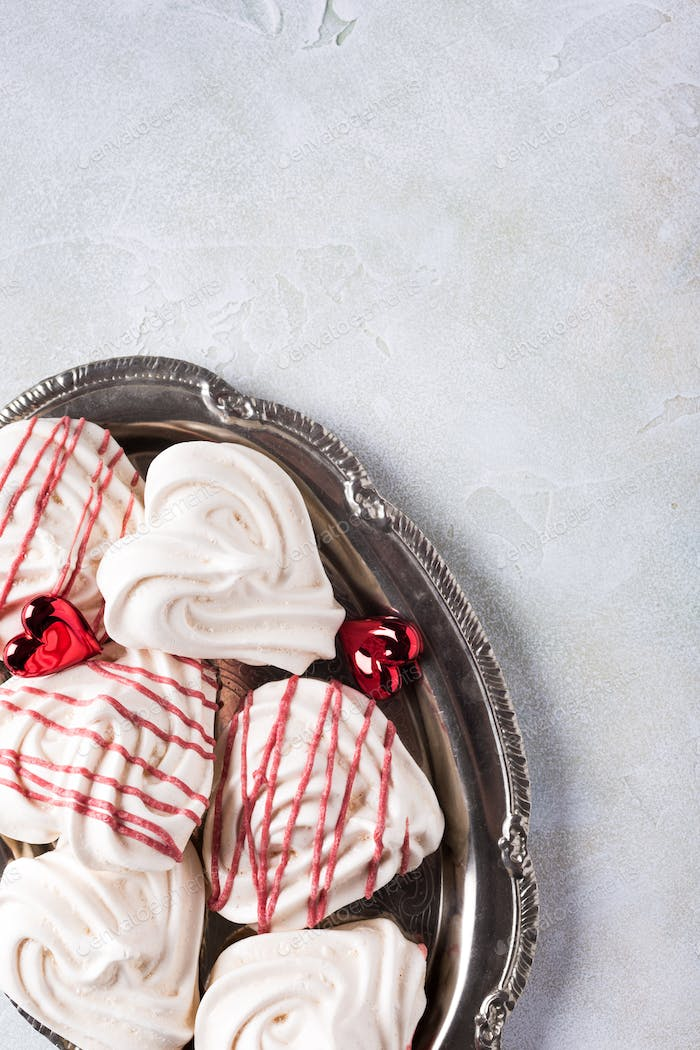 Meringues in Herzform