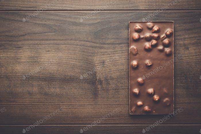 Schokoriegel mit ganzen Haselnüssen