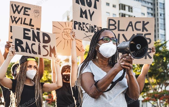 Movimiento activista que protesta contra el racismo y lucha por la igualdad