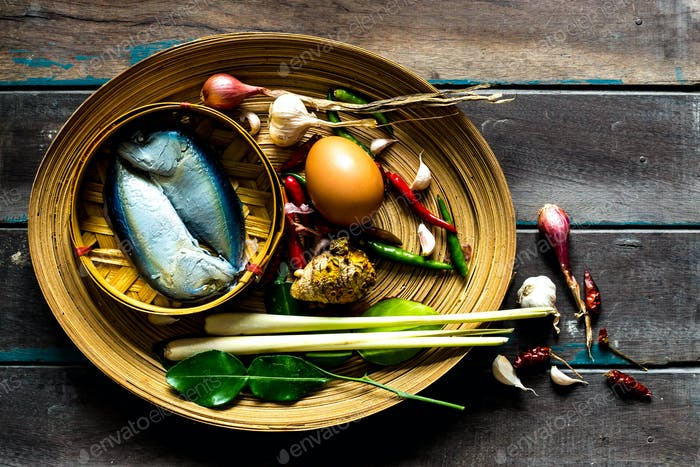 Fish and spices in a  tray