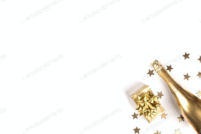 Dekorierte Flasche Goldenen Champagner.Symbol von Weihnachten und Neu