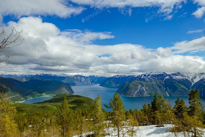 Hermoso Horizontal natural de Noruega.