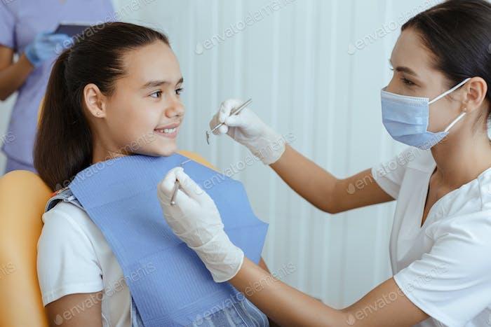 Zahnpflege, Behandlung mundhöhle und Füllung