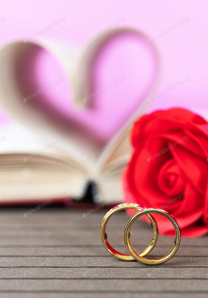 Wedding ring with book curved heart shape_-2