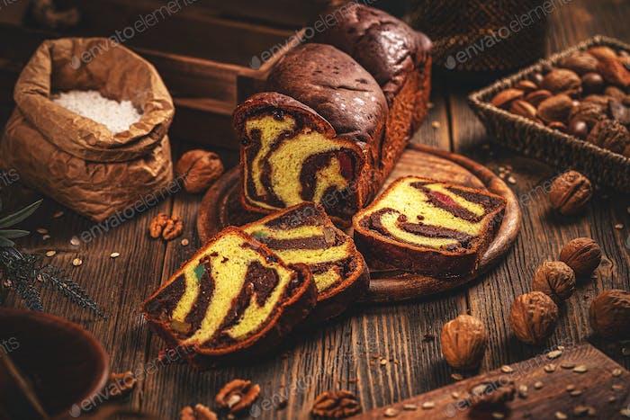 Süßer geflochtener Brotlaib