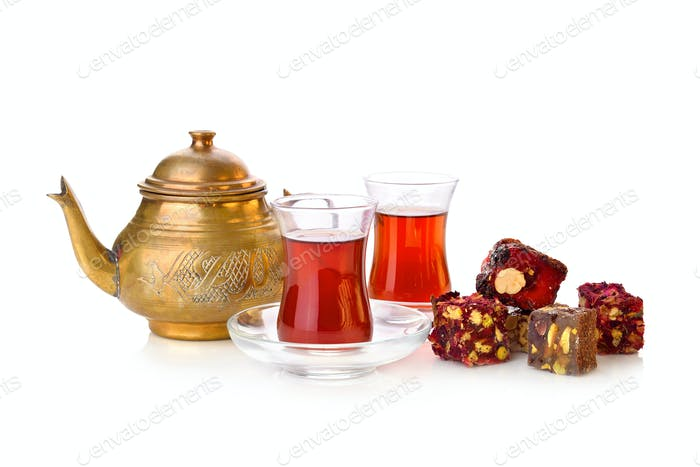 Turkish tea with rahat lokum