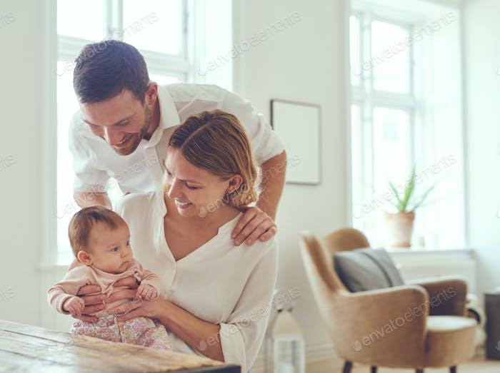 Babys sind kleine Armvoll der Freude