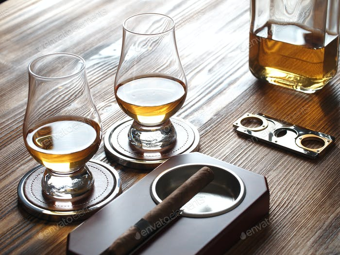Zwei Glencairn Gläser Whisky