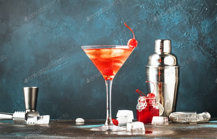 alcoholic cocktail Manhattan