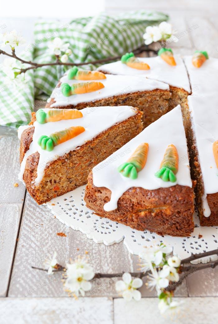 Karottenkuchen mit Zuckerguss