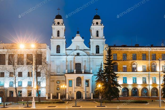 Minsk, Weißrussland. blick auf die kathedrale der heiligen jungfrau maria und teil