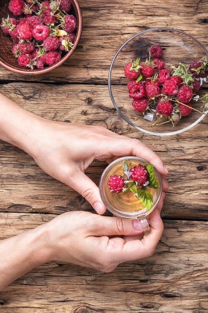 Tea with raspberries
