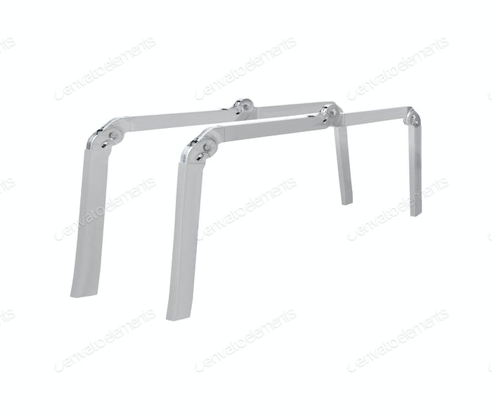 Алюминиевый металл ступенчатой лестницы изолированный белый фон