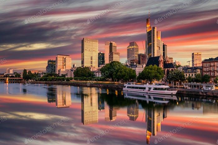 Frankfurt am Main. Stadtbild von Frankfurt am Main bei Sonnenuntergang