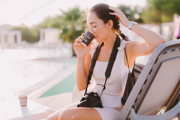 woman blogger photographer drinks coffee