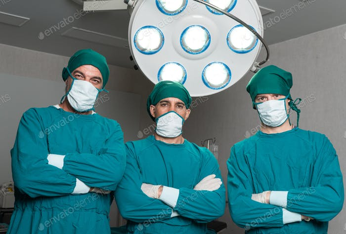 porrtrait of surgeon doctor in opeating room