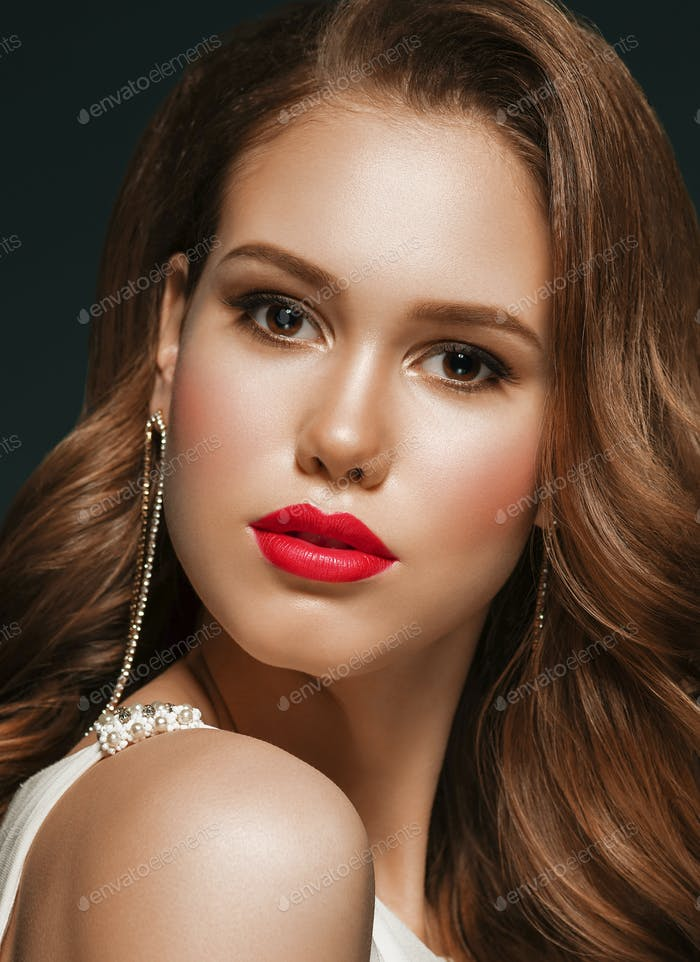 Hairstyle Woman Classic Wavy Hair Red Lipstick Make Up