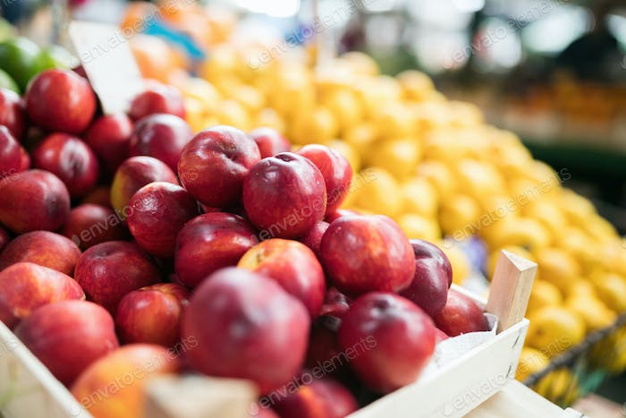 Picture of lot of nectarines in box for sale