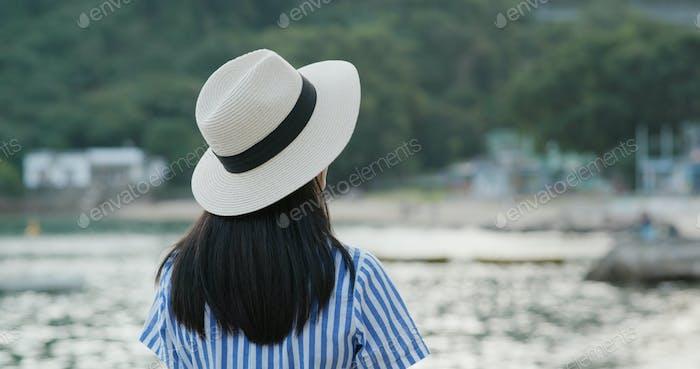 Travel woman enjoy sea view in city