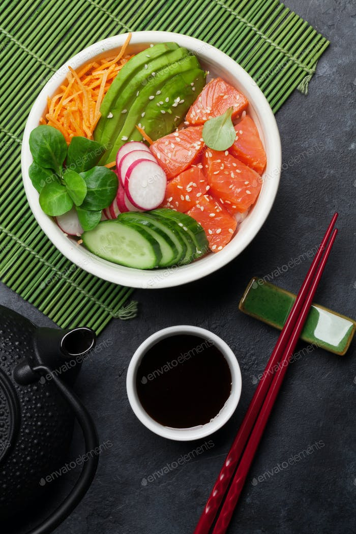 Poke bowl with salmon and vegetables