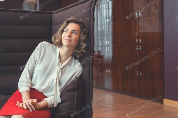 Mujer de negocios atractiva joven
