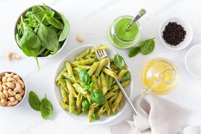 Penne Pasta mit Spinat Basilikum Pesto Sauce