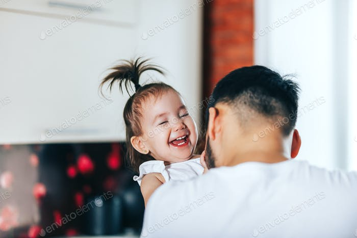 glückliche Familie und Vatertag