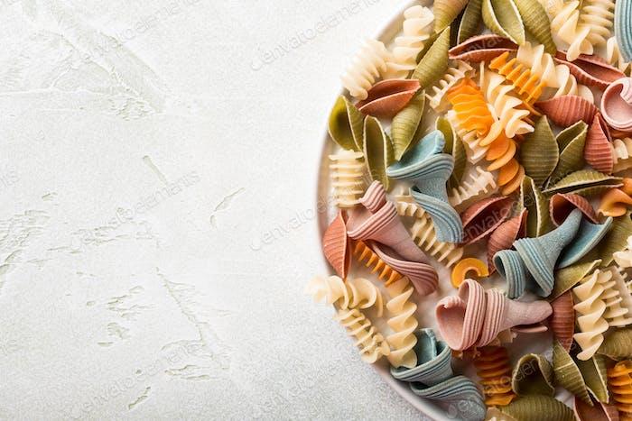 harina de espelta cruda pasta de colores surtidos